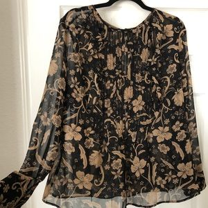Super pretty Who What Wear blouse new with tags!